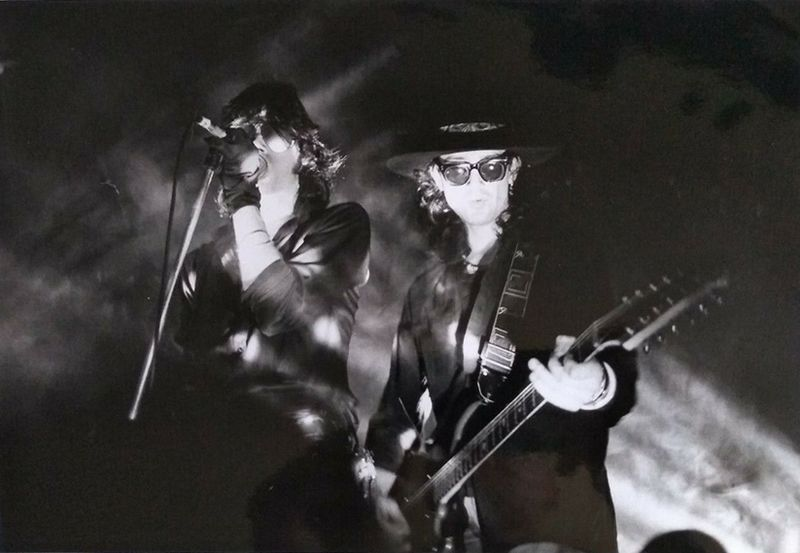 File:1984 05 05 Andrew Eldritch and Wayne Hussey on stage 31-Oct-1984 at Lyceum London.jpg